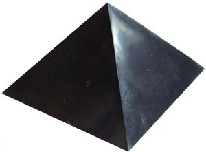Shungite polerad pyramid 50 mm x 50 mm